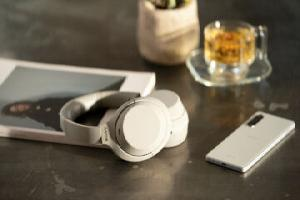 https://safirsoft.com Sony's new WH-1000XM4 headphones promise better noise cancelling