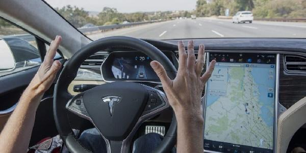 https://safirsoft.com Tesla now uses its vehicles' in-cabin camera to monitor drivers