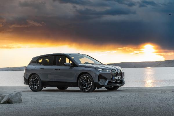 https://safirsoft.com BMW i4 sedan and BMW iX crossover expand pure electric offerings to a broader audience