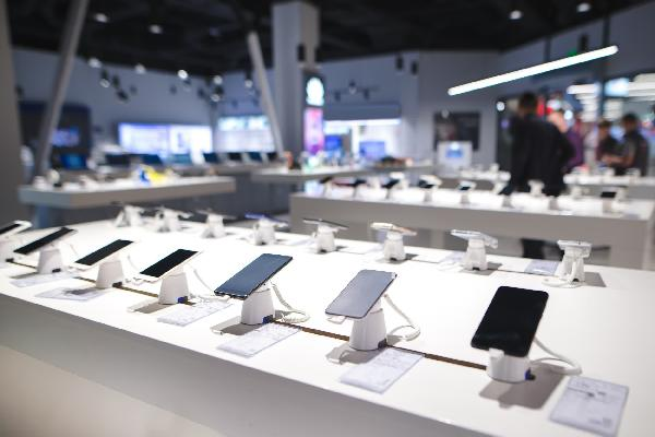https://safirsoft.com Worldwide smartphone sales grew 26 percent in the first quarter of 2021, but comparisons to 2020 aren't really fair