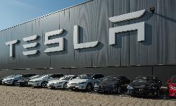 https://safirsoft.com Tesla set a record of more than 200,000 units in the second quarter