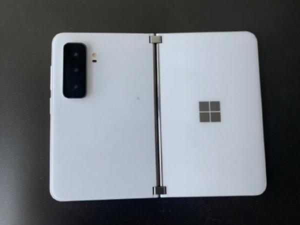 https://safirsoft.com Microsoft Surface Duo 2 spies on the camera with massive mass updates