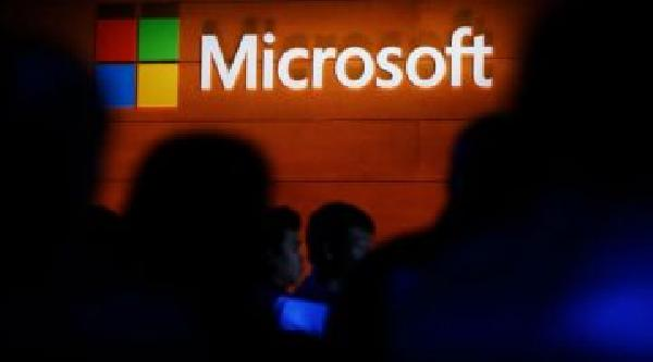 https://safirsoft.com Microsoft Outlook displays real-time contact information for IDN phishing emails