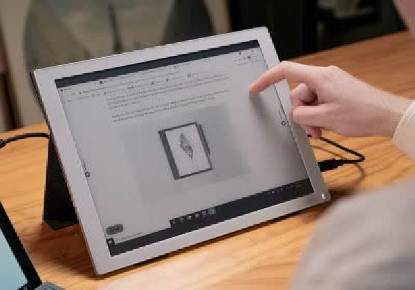https://safirsoft.com Onyx Built a Portable E-Ink Monitor You Can Own for $800