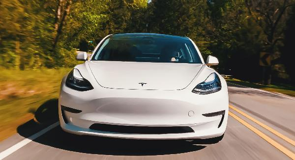 https://safirsoft.com New study shows Tesla drivers are more focused when autopilot is activated